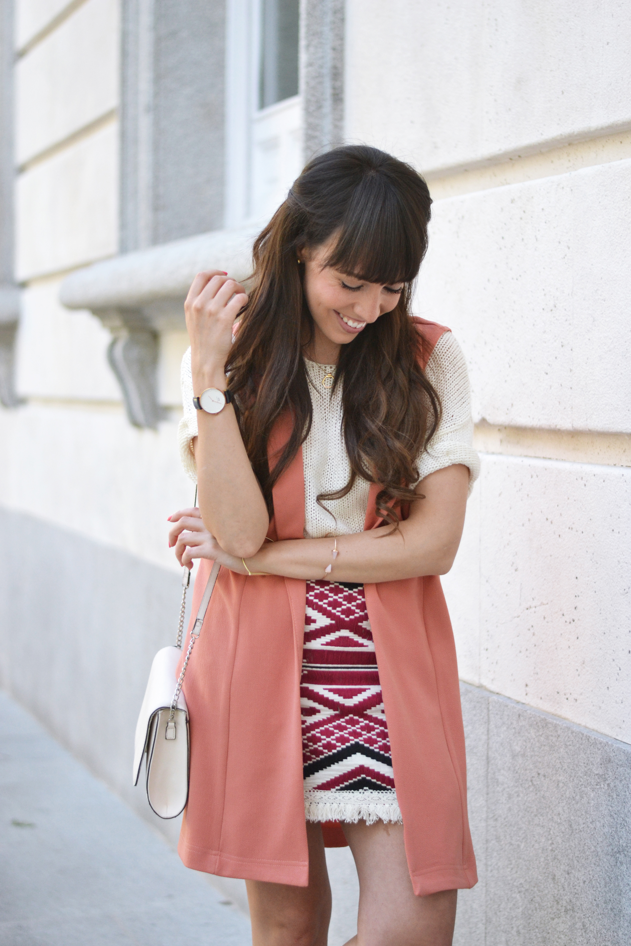 coral-spring-outfit_ethnic-print-skirt_street-style_06