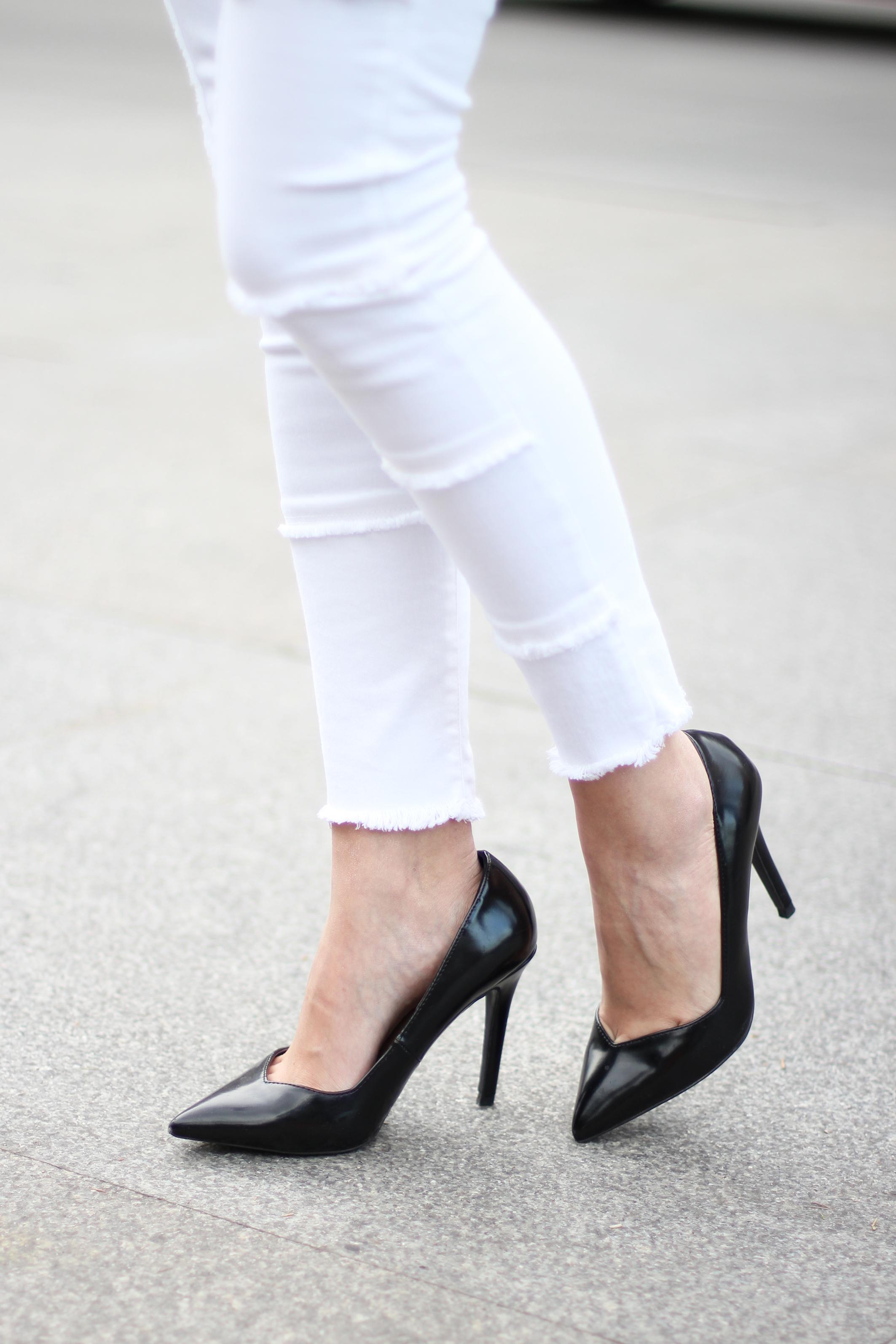 Flared-sleeves_patchwork-pants_skinny-scarf_spring-street-style_(7)