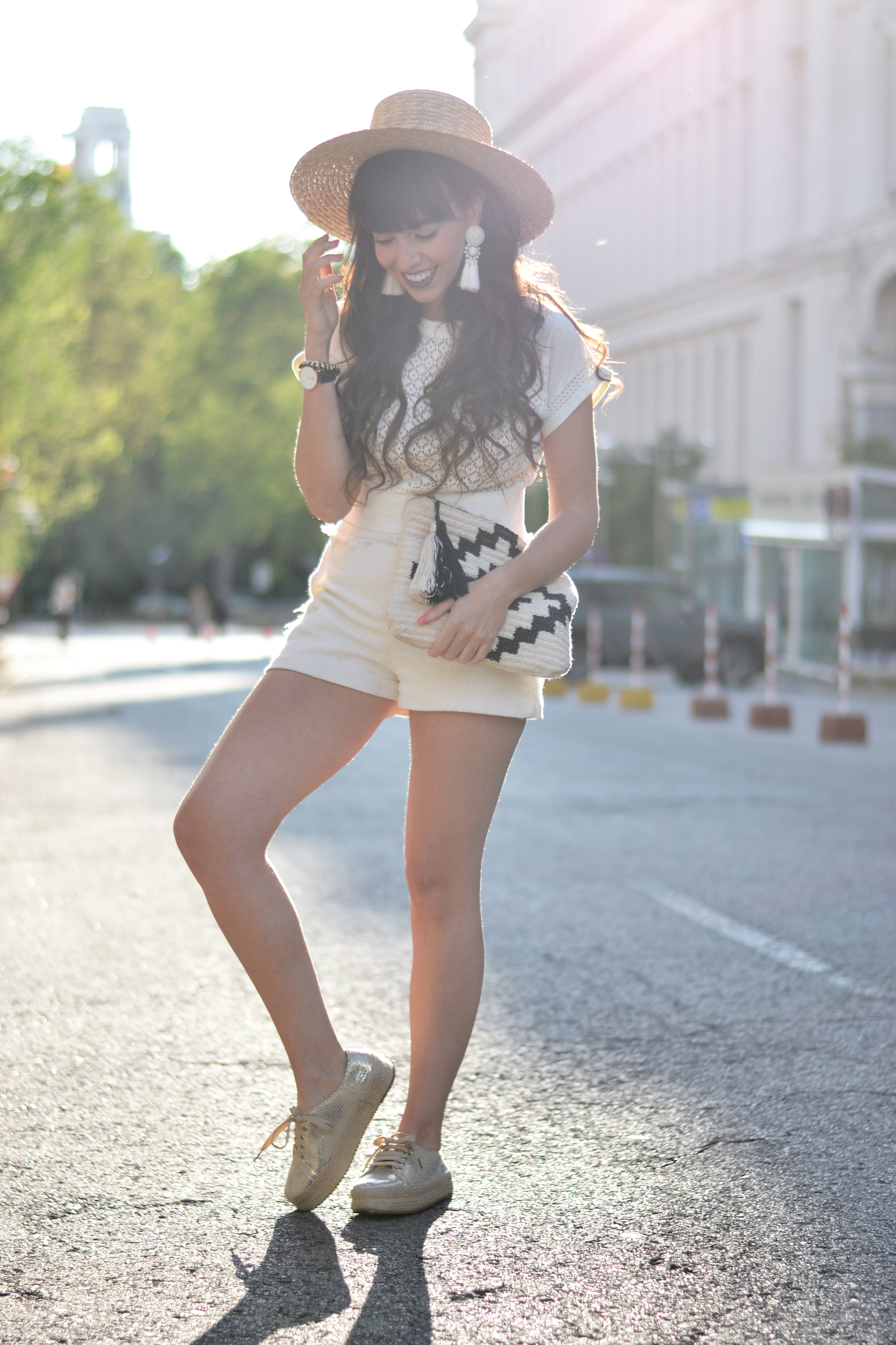 Street style, Summer outfit, Two pieces outfit, total white, backless top, hat
