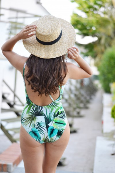 Swimwear, Dolores Cortes, tropical bikini, summer outfit, street style swimingpool