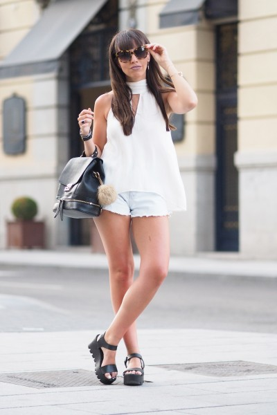 choker top, white, backpack, chuncky sandals, ripped shorts, summer outfit, street style