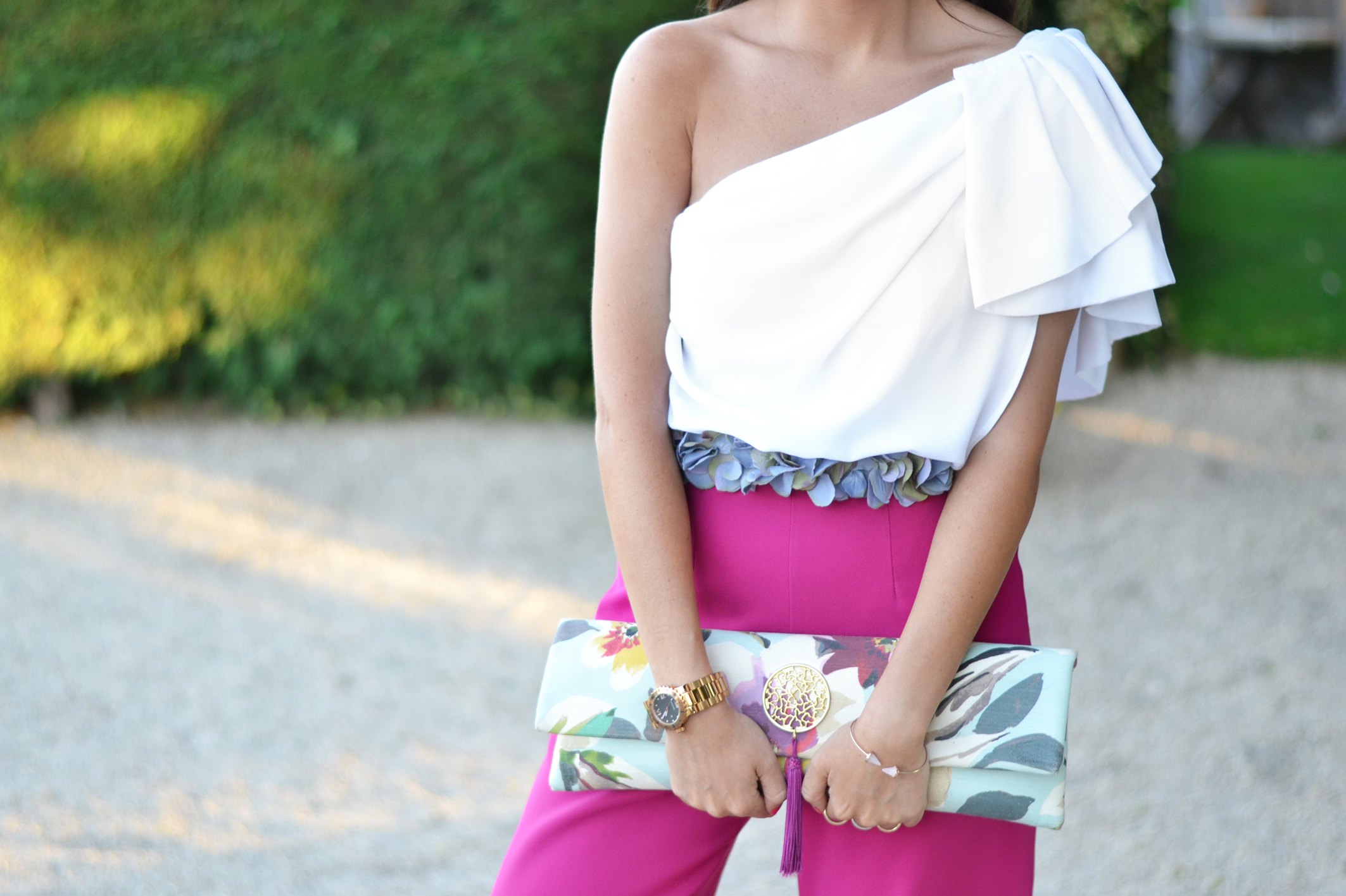 Summer-wedding_ palazzo-pants_ flower-belt_wedding-outfit_ceremony_street-style_(3)