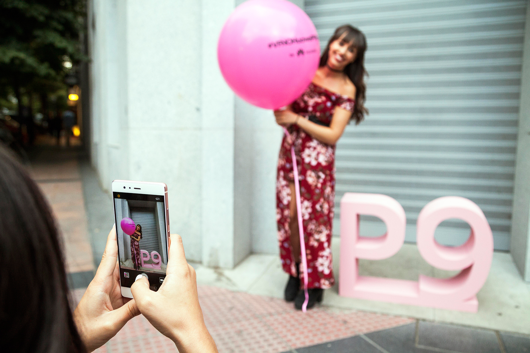 Vogue fashion night out, street style, pink huawei P9, long floral dress