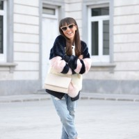 Fluffy-coat_mom-jeans_casual-winter-outfit_street-style-(1)