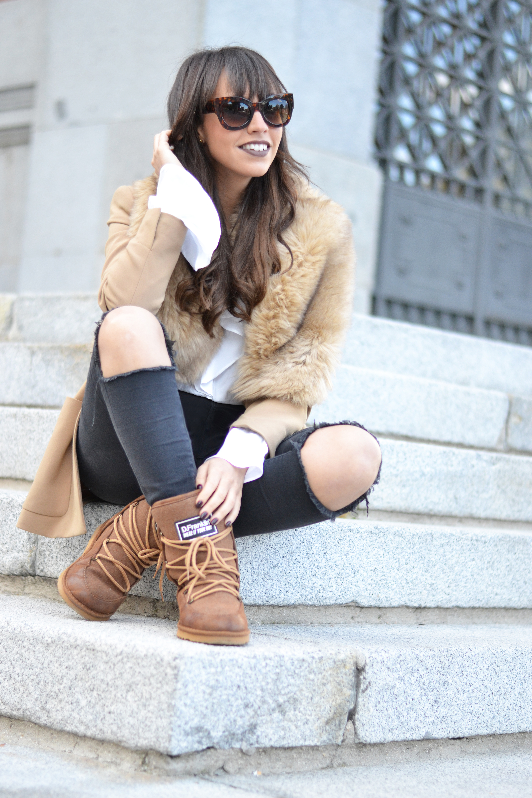snow-boots-outfit_apres-ski_street-style_flared-sleevs_winter-outfit_(7)