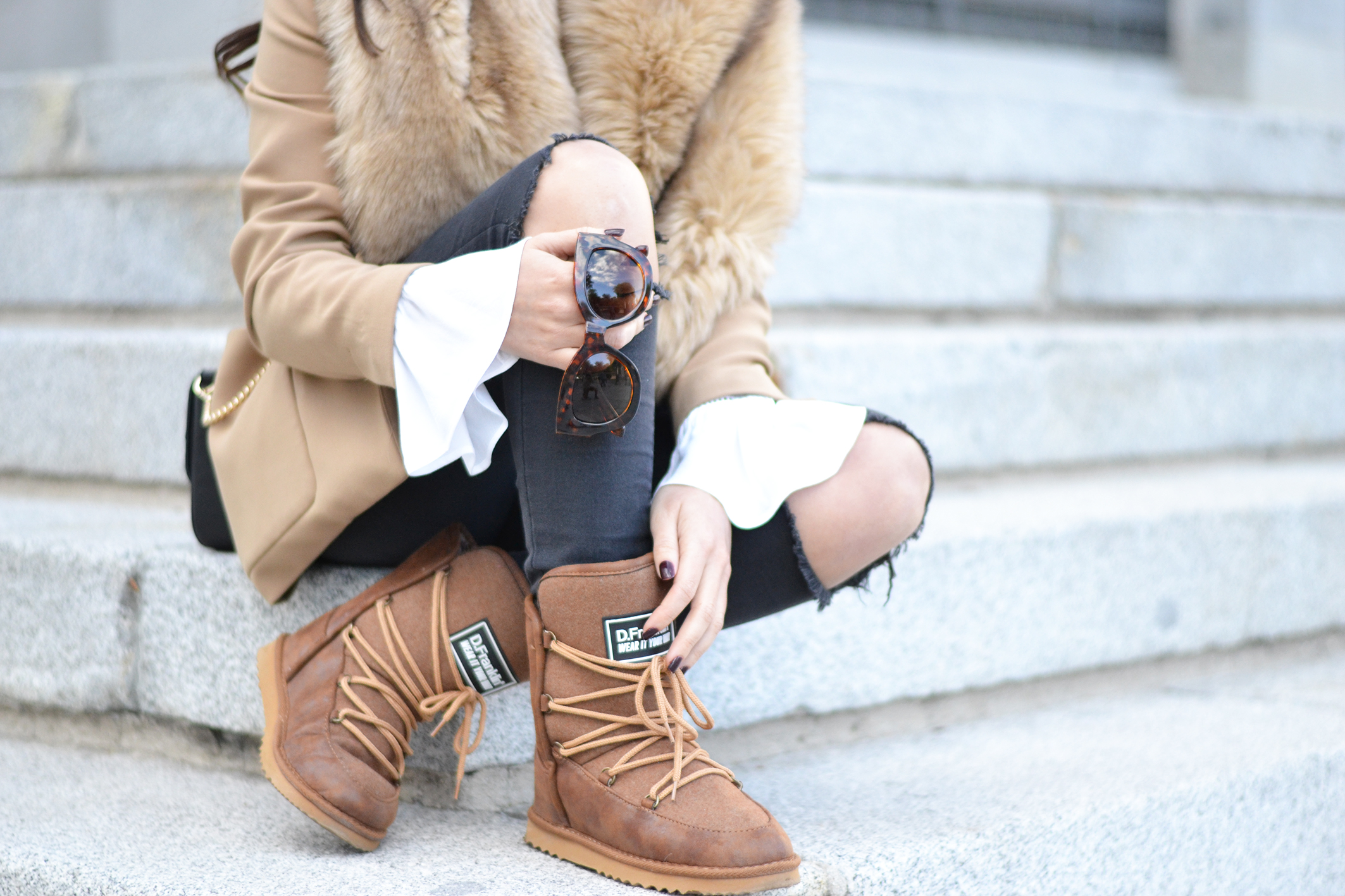 Snow boots outfit, apres ski boots, flared sleeves shirt, winter outfit, street style