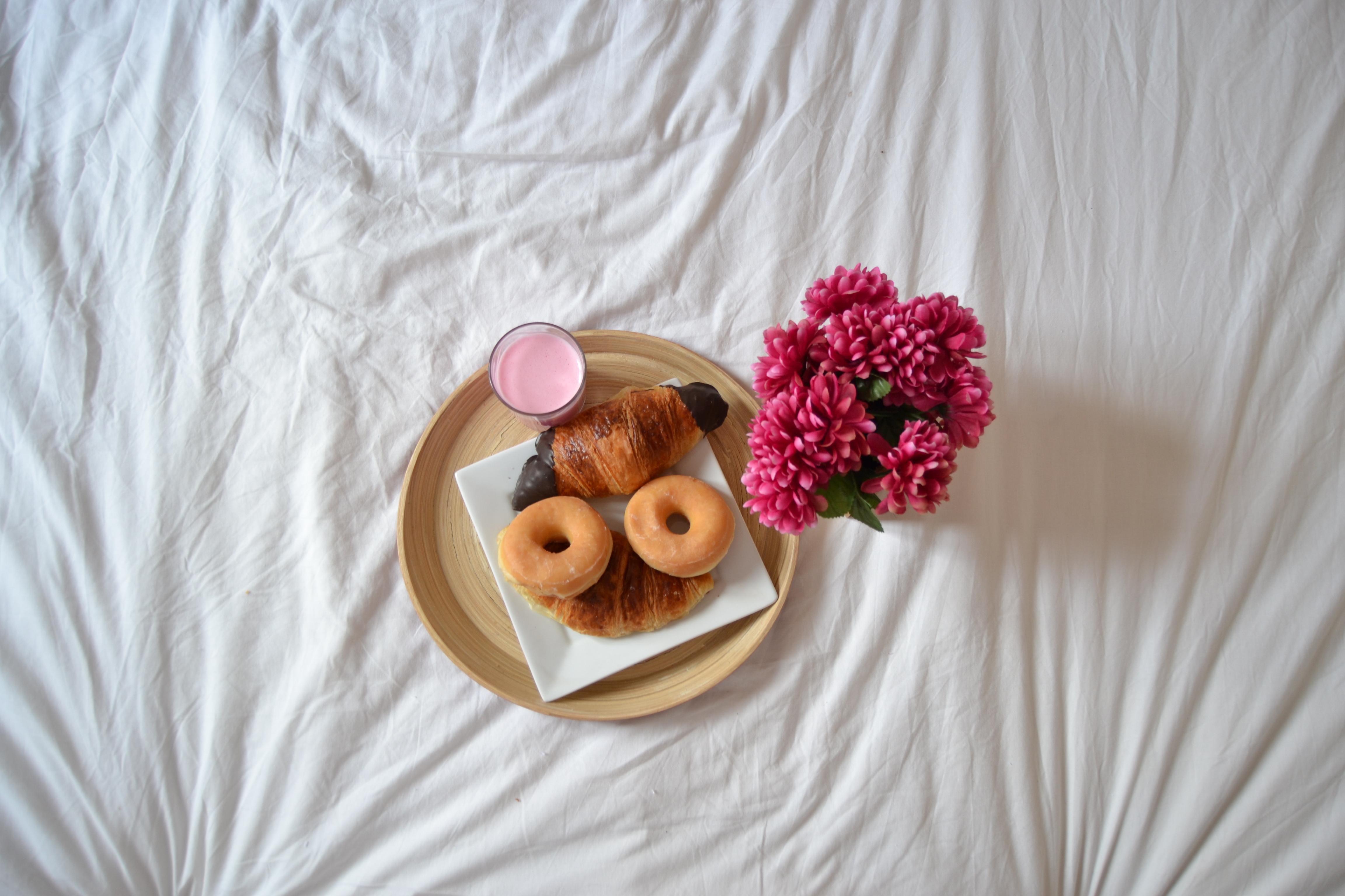 desayuno en la cama, breakfast in bed, Desayuno Deliveroo, desayuno a domicilio, desayuno sorpresa, comida a domicilio,