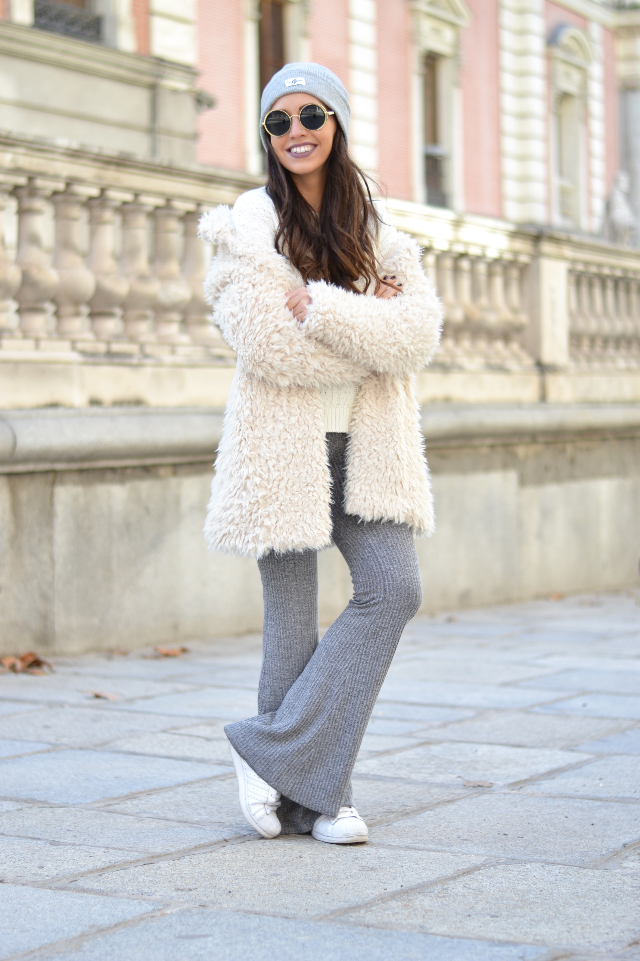 warm-white-coat_knited-flared-pant_gray-beanie_winter-outfi_street-style_3