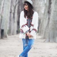 boho-coat_boho-outfit_triptiandco-sweater_grey-hat_boho-coat_01