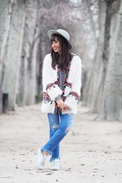 boho-coat_boho-outfit_triptiandco-sweater_grey-hat_boho-coat_01