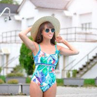 Dolores cortes bañador, Swimwear, Hotel Osuna, joy colors sandals, street style