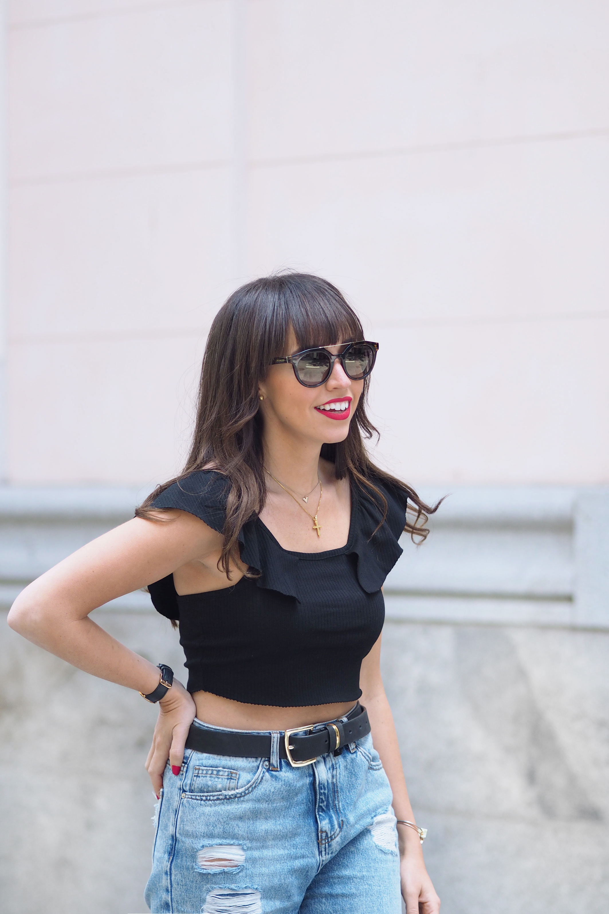 black top, gafas opticalia, mom jeans, spring outfit, street style