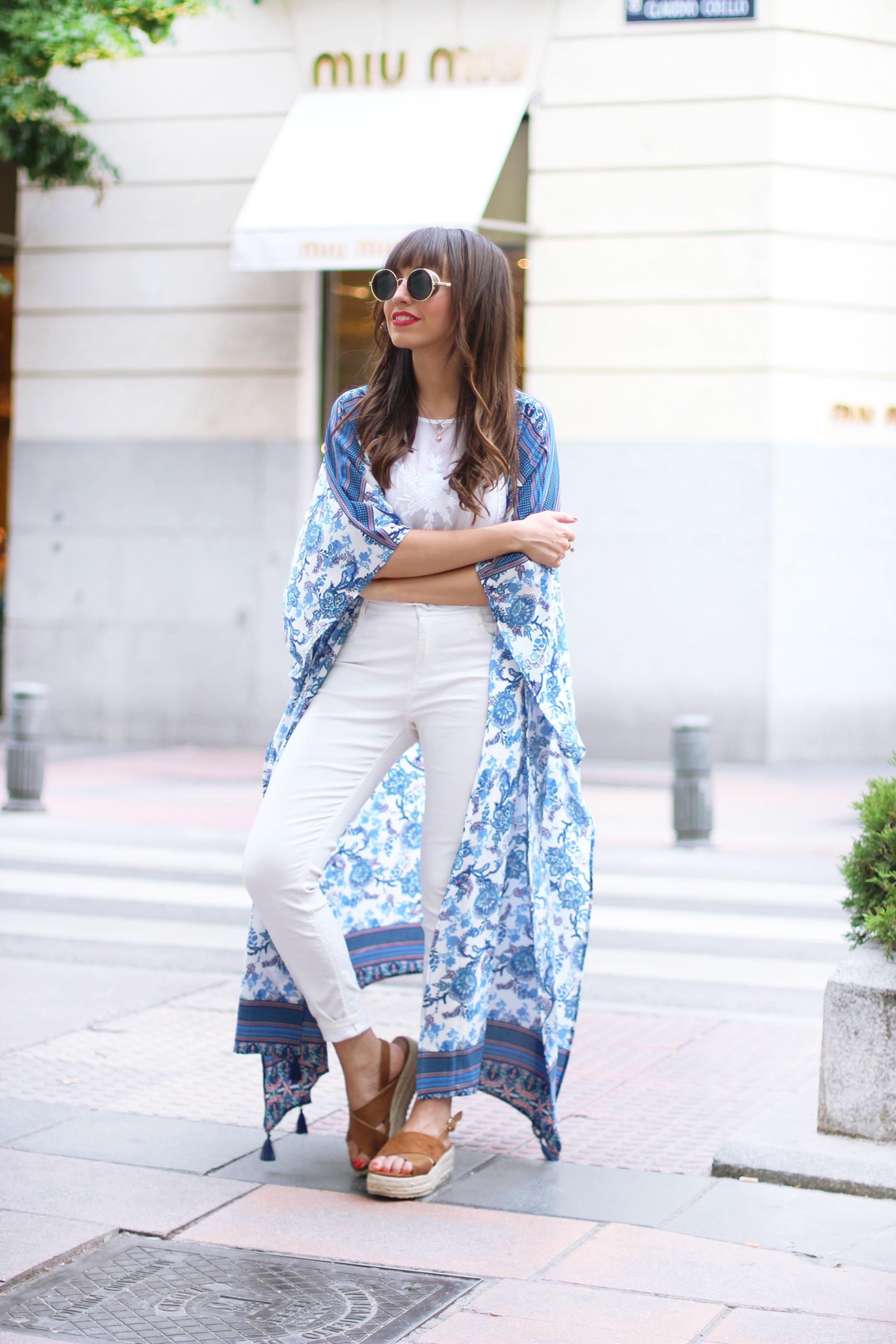 long-floral-kimono_total-white-outfit_street-style_01