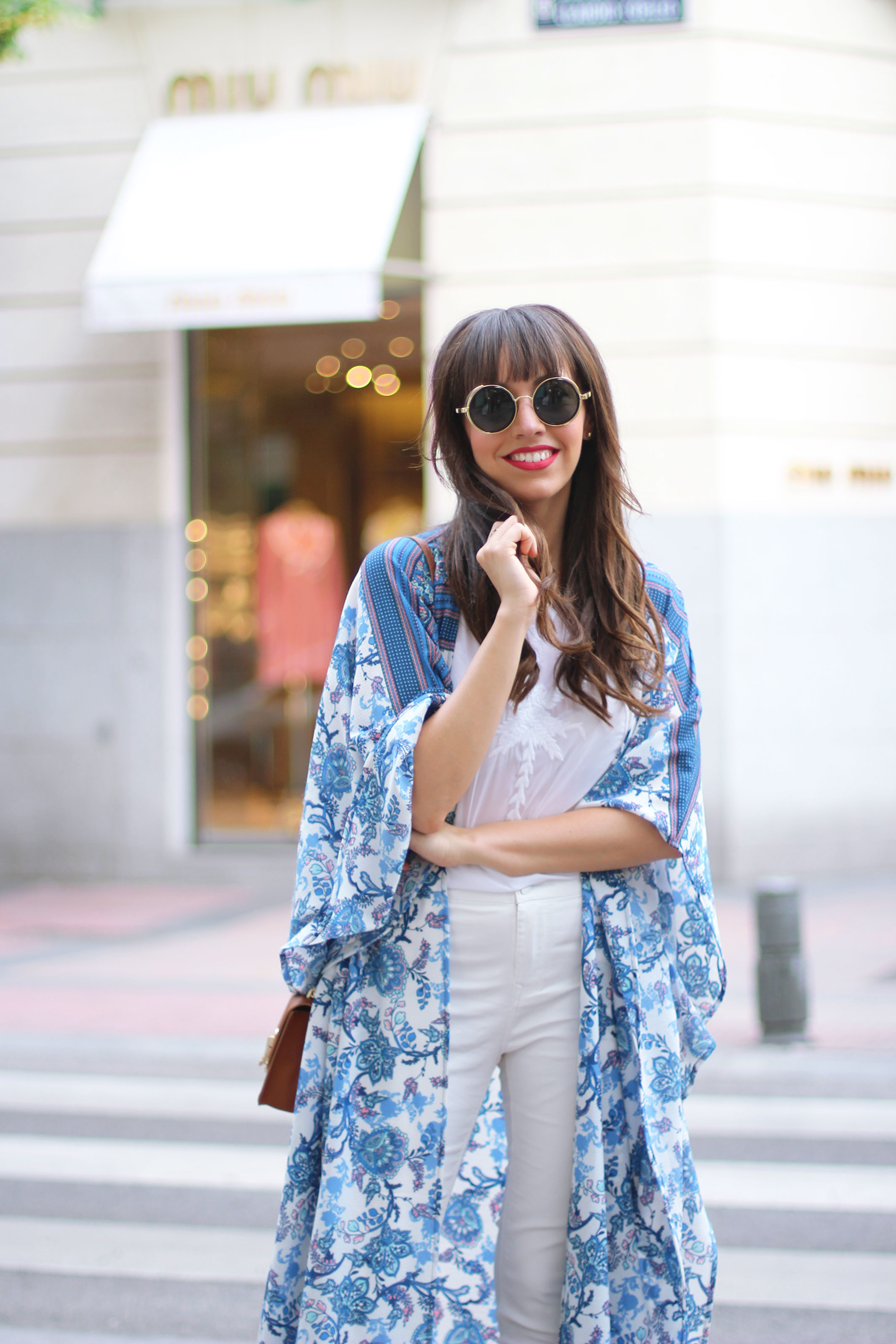 long-floral-kimono_total-white-outfit_street-style_02