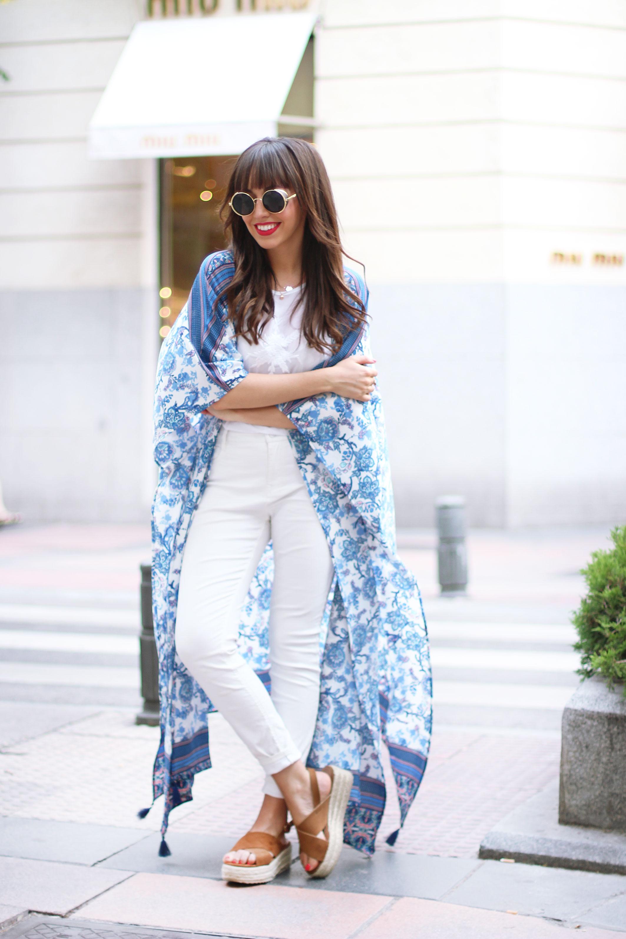 long-floral-kimono_total-white-outfit_street-style_05