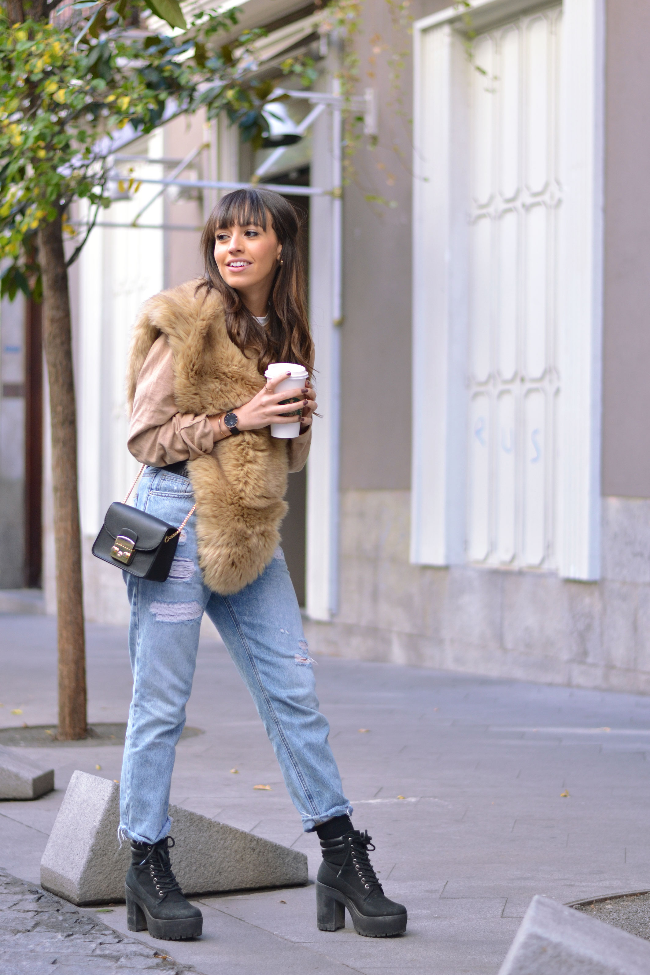 beige fur, autumn outfit, mom pants, street style