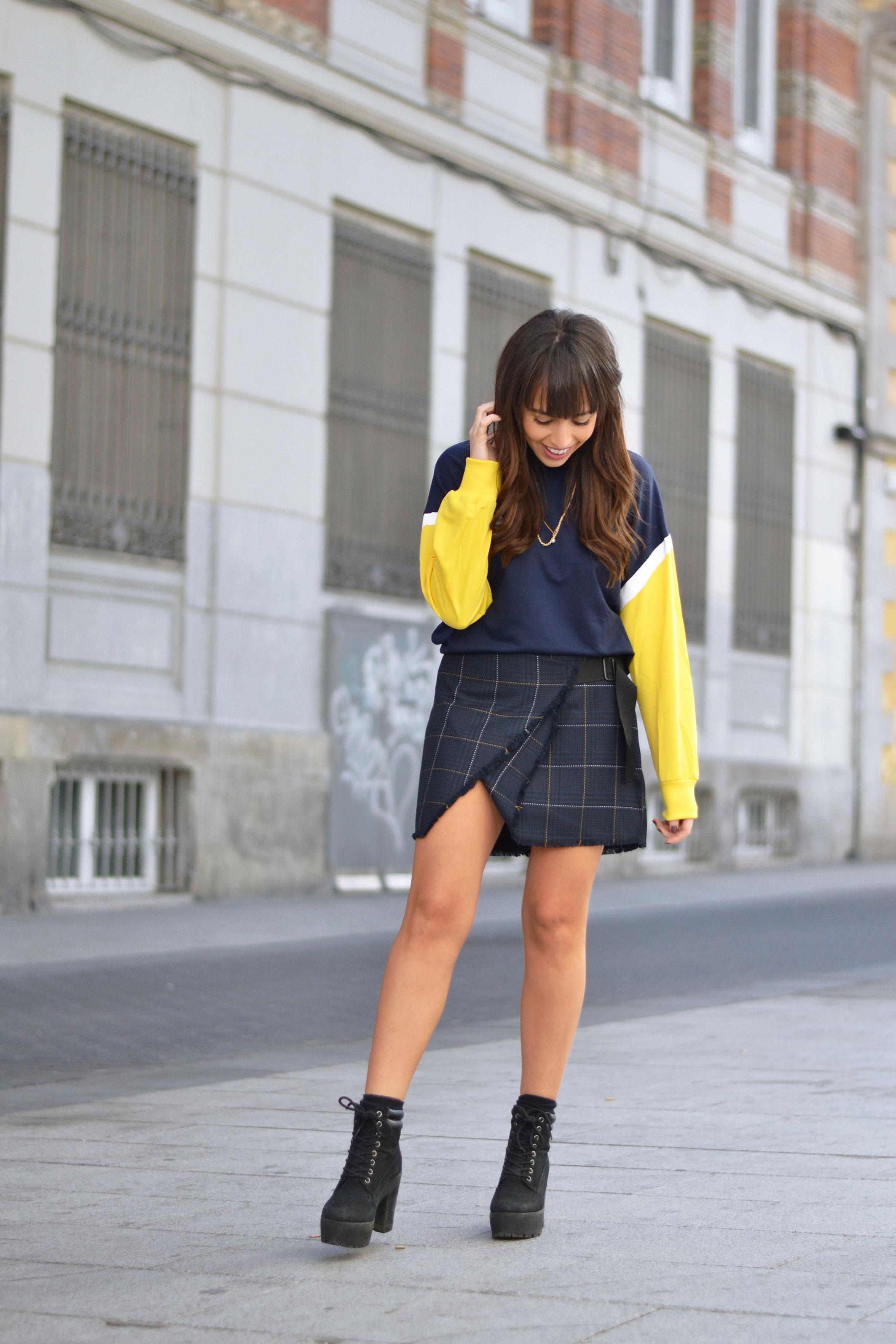 collegue style, cheked skirt, sweatshirt, street style