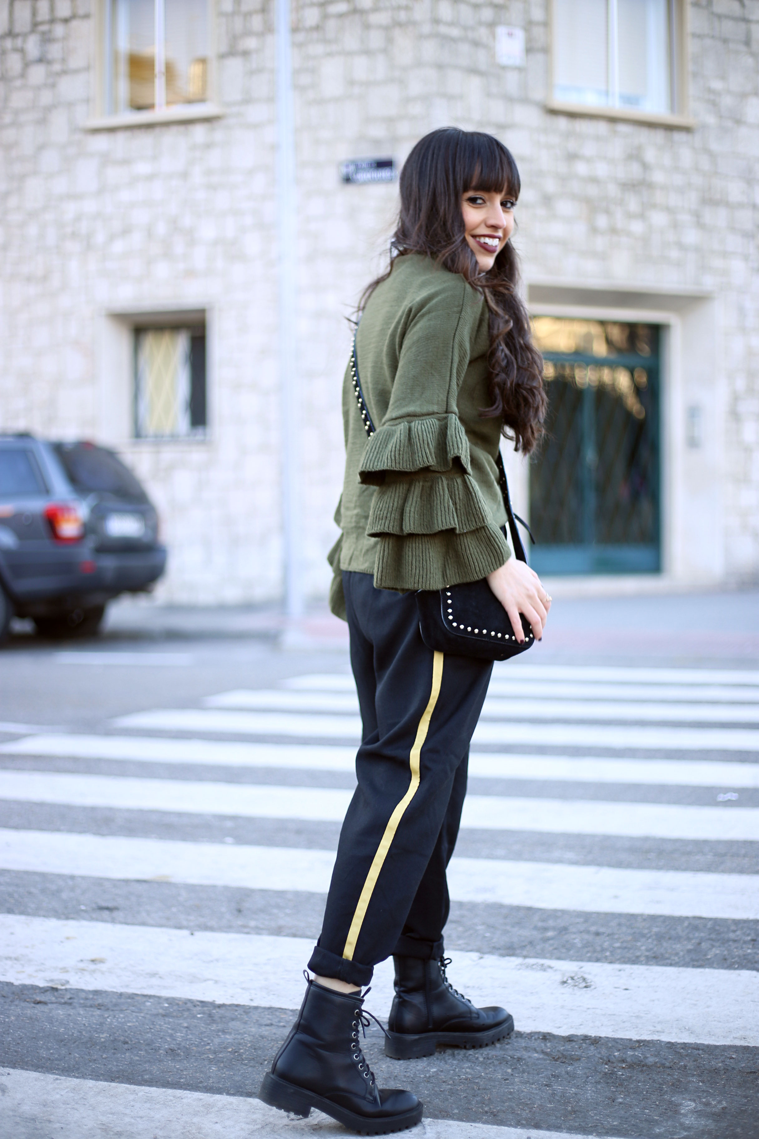 flounces sweater, street style, winter outfit, jogger pants