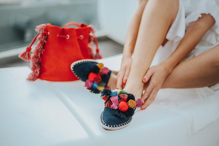 La redoute baño, coleccion verano, mules pompones colores , outfits verano, street style